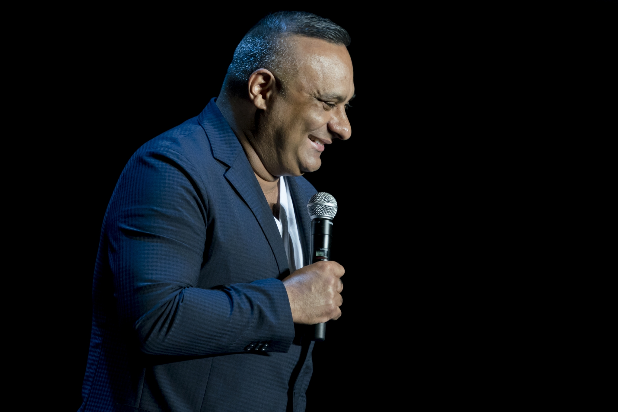 Russell Peters laughs along with the audience as he delivers quip after quip