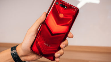 Honor 20: Phone being held slanted