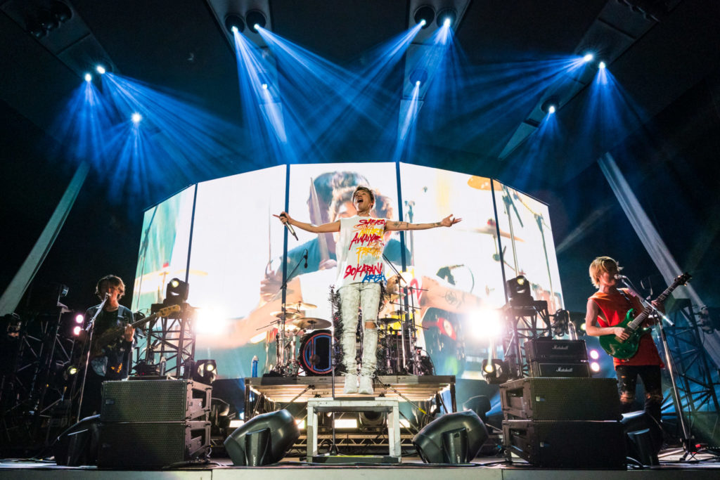 ONE OK ROCK takes the stage as a special guset