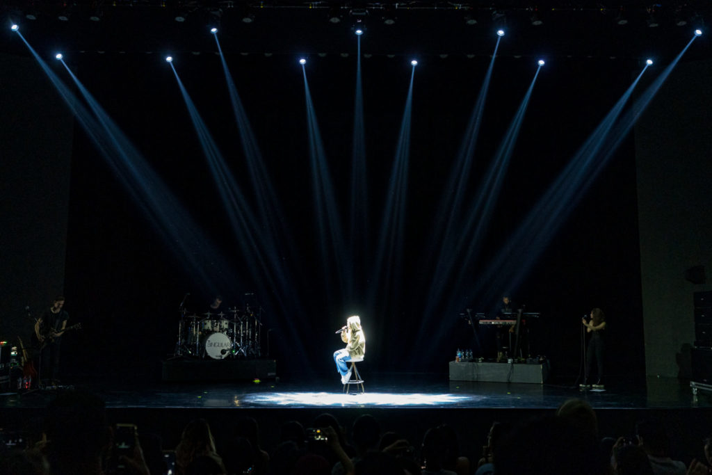 Sabrina Carpenter Review - live still_5