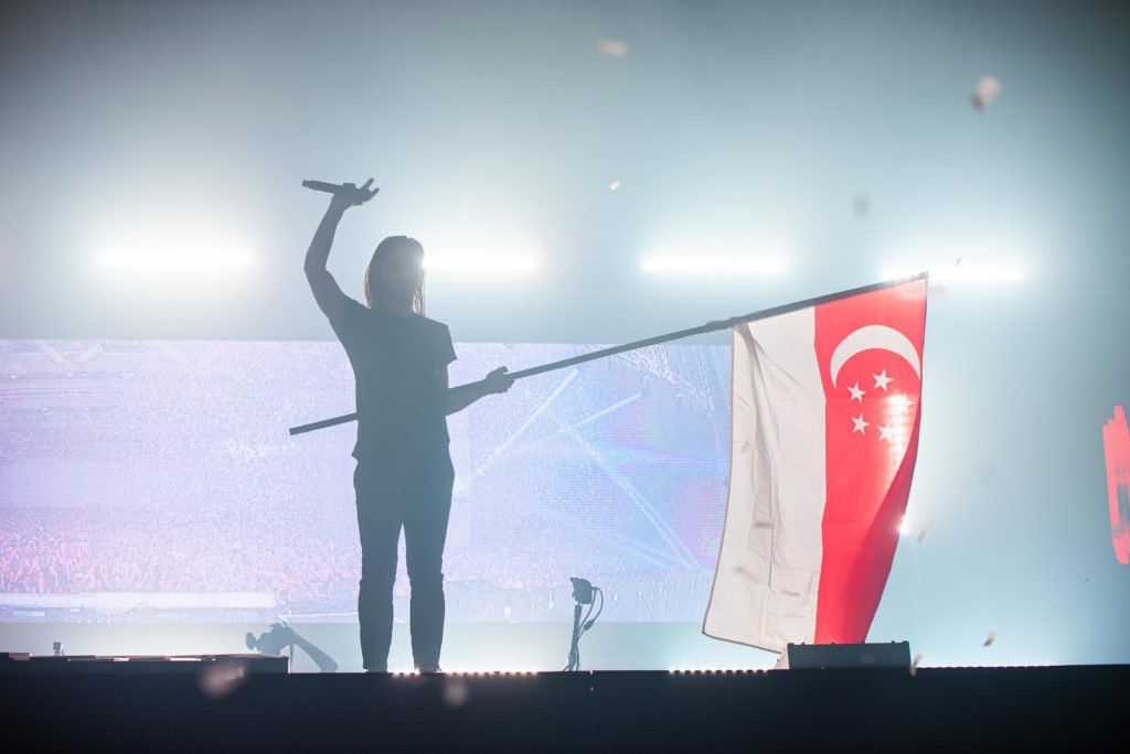 ultra singapore 2019 - singapore flag soaring high during the festival