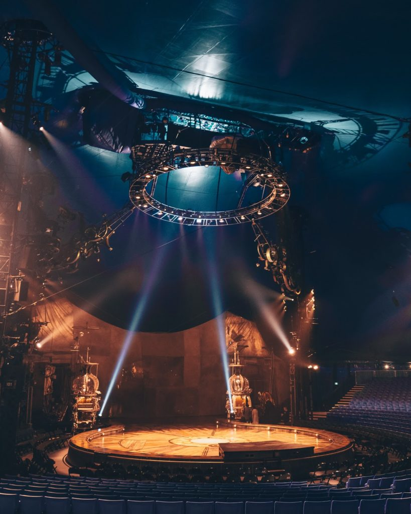 KURIOS - interior and stage