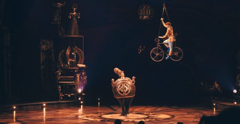 Photo of From simple shadow art to gravity-defying acts, KURIOS – Cabinet of Curiosities has it all!